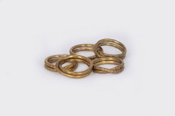 Anillo Vueltas hecho por Diurna Metal Jewelry