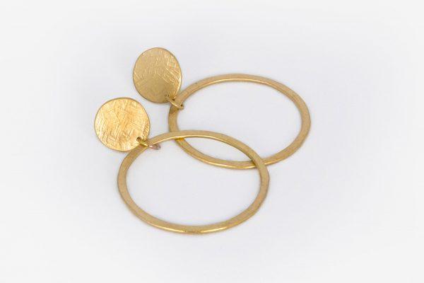 Pendiente Círculo con Aro hecho por Diurna Metal Jewelry
