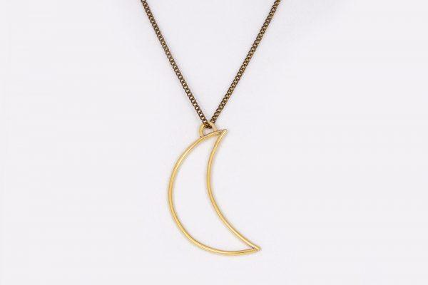 Collar Luna Menguante hecho por Diurna Metal Jewelry